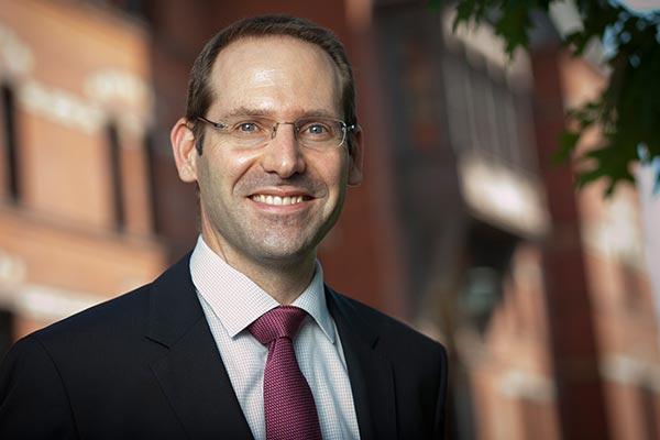 Stijn van Osselaer headshot